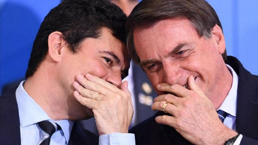 Conversa ao pé do ouvido - Foto Evaristo Só/AFP