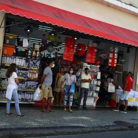 Rio reabre hoje bares, restaurantes e comércio não essencial - PILAR OLIVARES