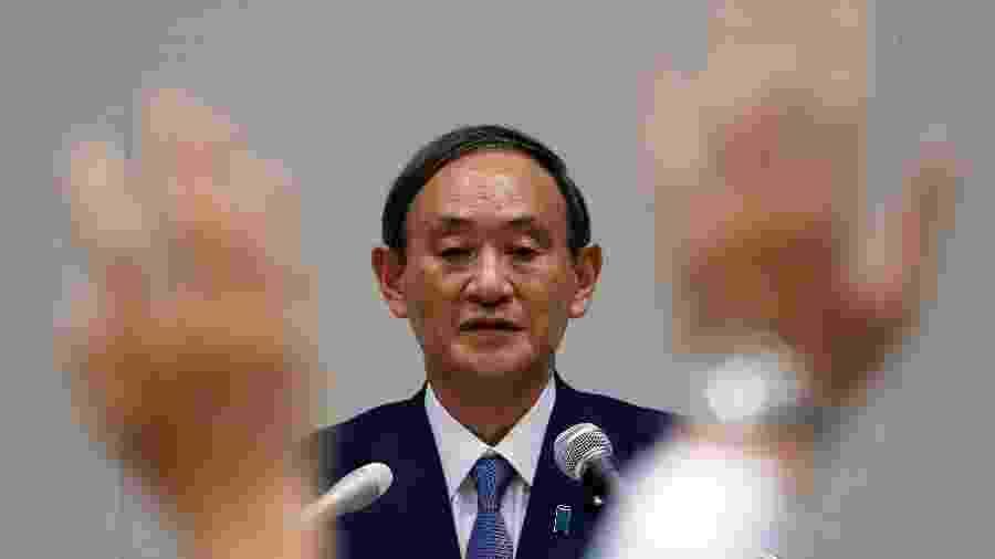 Yoshihide Suga durante entrevista coletiva em Tóquio -