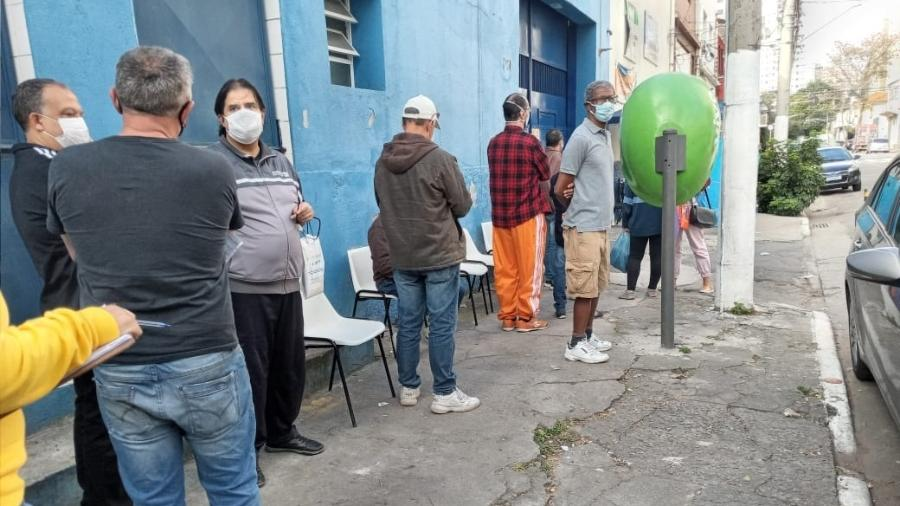 Fila para receber vacina contra a covid-19 em Santa Cecília, no centro de São Paulo - 16.jun.2021 - Wanderley Preite Sobrinho/UOL