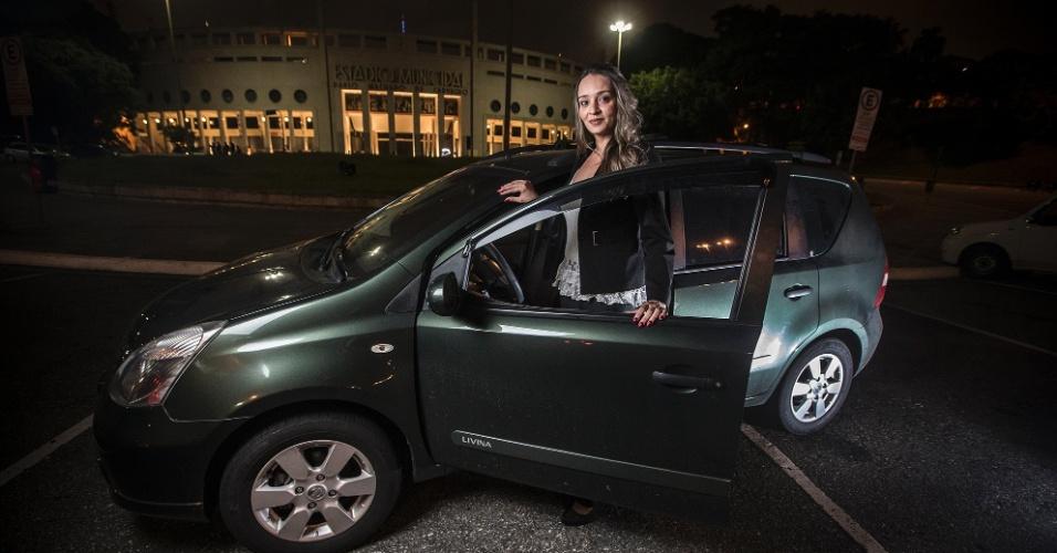Thays Rodrigues Poeppl, motorista Uber. Antes de entrar para nova profissão ela era vendedora de automóveis e se diz muito feliz com a mudança.
