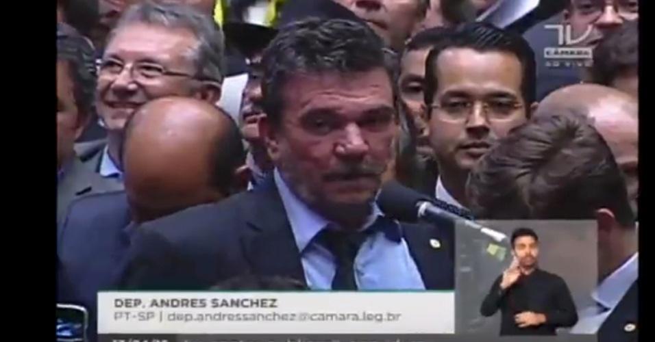 17.abr.2016 - O deputado Andrés Sanchez (PT-SP), ex-presidente do Corinthians, votou contra o impeachment da presidente Dilma Rousseff