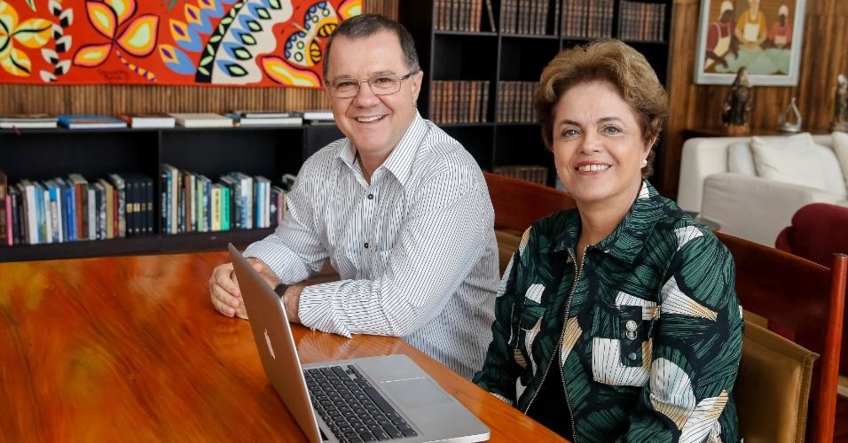 20.mai.2016 - A presidente afastada, Dilma Rousseff, alvo de processo de impeachment no Senado, participou de um bate-papo com o ex-ministro da Previdência Social, Carlos Gabas, em sua página no Facebook, nesta sexta-feira (20)