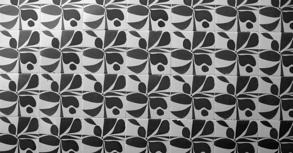 24.mai.2016 - Visitar o Copan é voltar à década de 1960. Esse azulejos são originais de quanto o Copan foi inaugurado