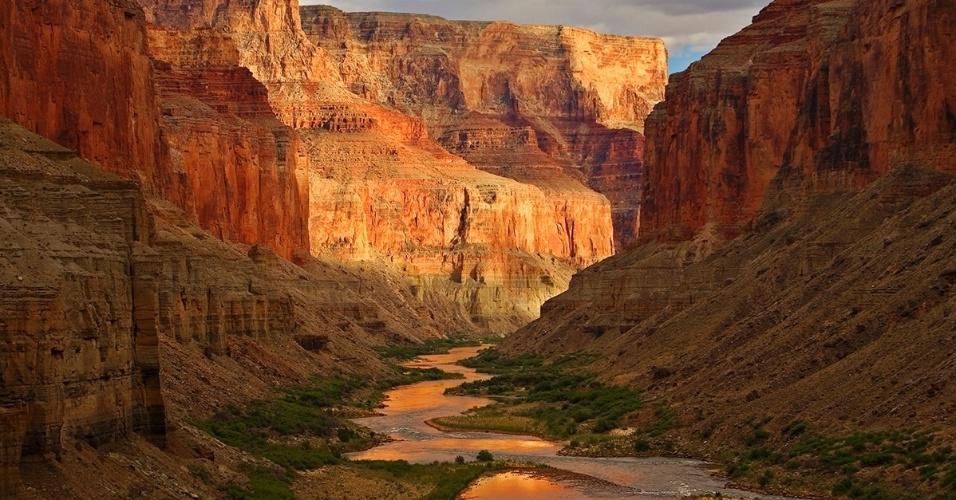 31.ago.2016 - O rio Colorado no Grand Canyon, nos EUA. O parque, que conserva belezas naturais e vida selvagem, comemorou seu 100° aniversário neste mêsRALPH LEE HOPKINS/National Geographic Creative)