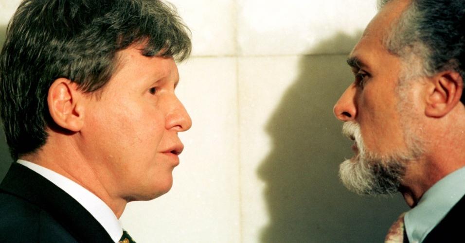 CARREIRA DE DEPUTADO - A primeira eleição ao cargo de deputado federal ocorreu em 1982, pelo PMDB. Virgílio Neto (à esq.) ainda cumpriu outros mandatos na Câmara, sendo eleito em 1994 e 1998, com atitude de liderança no governo do então presidente Fernando Henrique Cardoso (PSDB). Na foto, o amazonense aparece frente a frente com o então deputado José Genoíno (PT, à dir.), em 9 de novembro de 1999