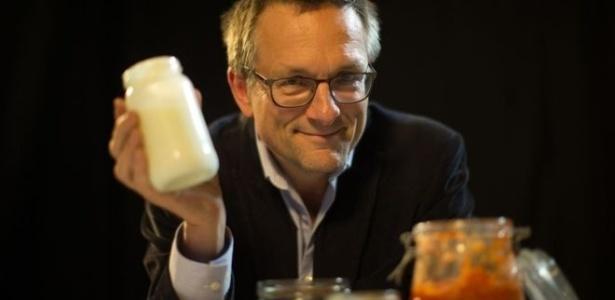 Médico e apresentador Michael Mosley fez experiência para checar o poder dos probióticos - BBC