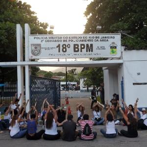 10.fev.2017 - O 18º Batalhão em Jacarepaguá, na zona oeste do Rio, era um dos que tinha maior adesão de mulheres de policiais militares