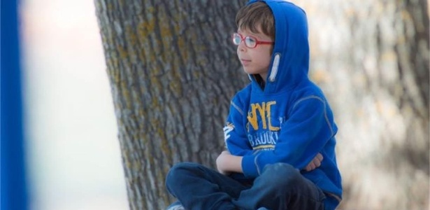 David, de 9 anos, foi diagnosticado aos 21 meses com a desordem - Rosa Gonzalez/BBC