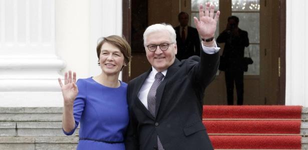 Elke Büdenbender e Frank Walter Steinmeier, a primeira-dama e o presidente da Alemanha