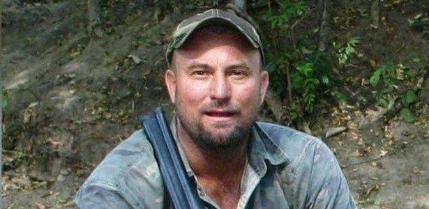 Theunis Botha morreu após ser esmagado por um elefante