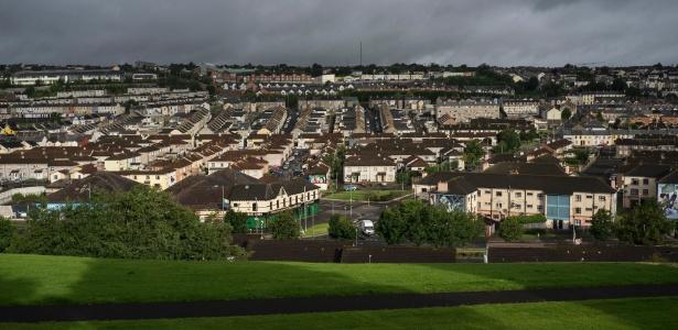 Vista da cidade de Derry, na Irlanda do Norte