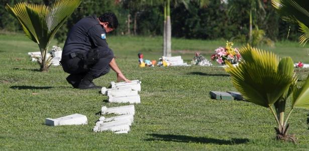 Sepultamento do 99° policial militar assassinado no Estado do Rio de Janeiro. Mabel Machado Sampaio foi assassinado na porta de casa, em São Gonçalo - Domingos Peixoto/Agência O Globo
