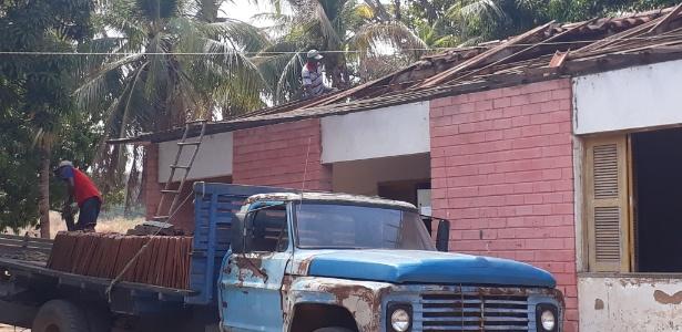Construção na Colônia Agrícola Major César de Oliveira tem o telhado removido no Piauí