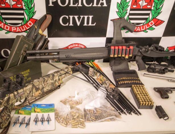 Armas e munições apreendidas durante a Operação Salazar deflagrada pela Polícia Civil de SP