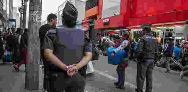 Polícia madrugada - Flavio Forner/The Guardian - Flavio Forner/The Guardian