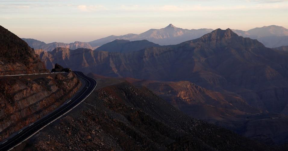 31.jan.2018 - Vista geral da motanha de Jabal Jais, nos Emirados Árabes Unidos, onde a maior tirolesa do mundo foi construída