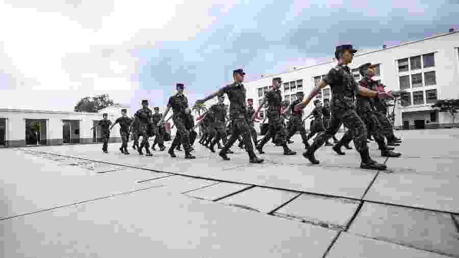 17.mai.2018 - Cadetes marcham para o rancho na Aman (Academia Militar das Agulhas Negras), em Resende (RJ), instituição que forma os futuros oficiais do Exército brasileiro - Marcelo Justo/UOL