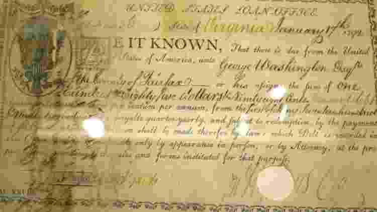Documento assinado pelo ex-presidente dos EUA George Washington em 1792 contém o primeiro uso do cifrão em um documento financeiro americano - Getty Images
