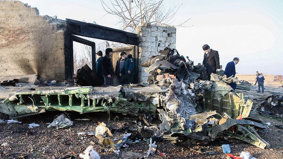 Avião ucraniano cai no Irã logo após decolar  - Rohhollah Vadati/ ISNA / AFP