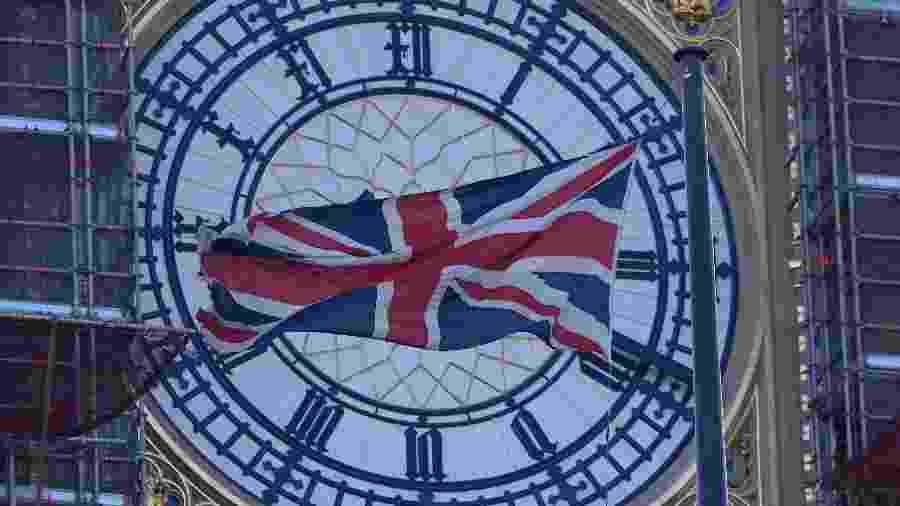 Ativista critica o fato de o Reino Unido aceitar passaportes de gênero neutro de outros países mas não conceder tal direito a seus cidadãos - Toby Melville