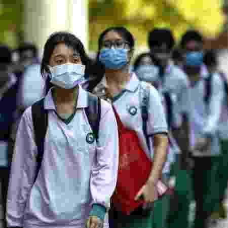 Alunos chineses na volta às aulas em Guangzhou - EPA via BBC - EPA via BBC