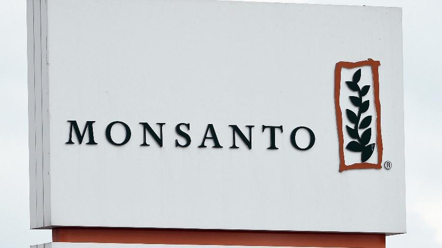 Monstanto recebe multa de 400 mil euros (US$ 473.000) do órgão supervisor da privacidade de dados pessoais na França por tentar influenciar o debate sobre proibição do herbicida glifosato - JOHN THYS/AFP