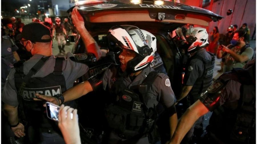 PM prende manifestante em ato contra Bolsonaro; críticos temem que agência antiterrorismo sirva para perseguição política - Reuters