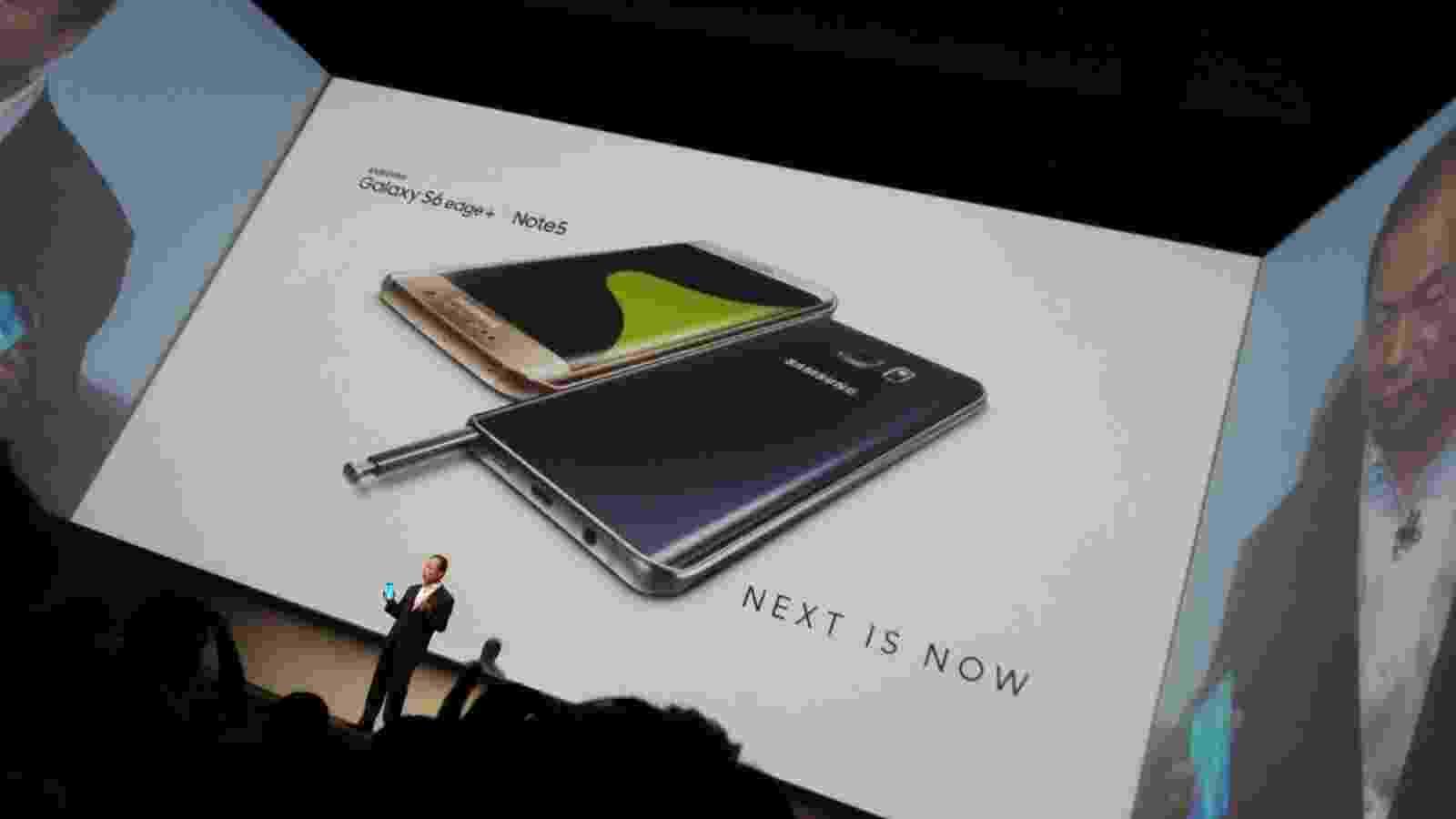 13.ago.2015 - A Samsung lançou oficialmente nesta quinta-feira (13) dois smartphones de tela grande da série Galaxy --S6 Edge Plus e Note 5 - Larissa Leiros Baroni/UOL