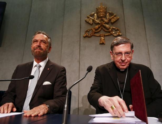 O cardeal Kurt Koch (dir) e o rabino David Tosen falam sobre documento sobre relações judaico-cristãs, no Vaticano