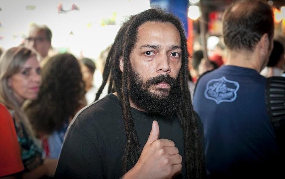 """Vim em defesa da democracia. Vim para apoiar a entrada de Lula no governo, para fazer a articulação política, estabelecer um diálogo com o PMDB, deixando para a presidente, que tem um perfil mais técnico, ficar com a condução da economia."""" Eduardo Santana, 32 anos, analista de tecnologia"""