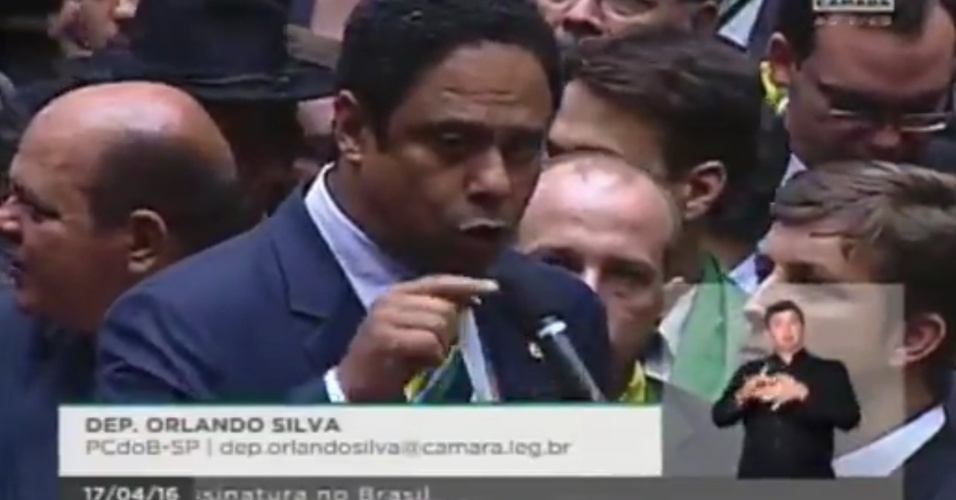 17.abr.2016 - Ex-ministro do Esporte, Orlando Silva (PCdoB-SP) votou contra o impeachment da presidente Dilma Rousseff (PT)