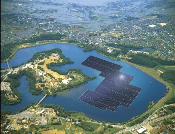 Painéis solares azuis são instalados no reservatório Yamakura Dam, em Chiba, Japão