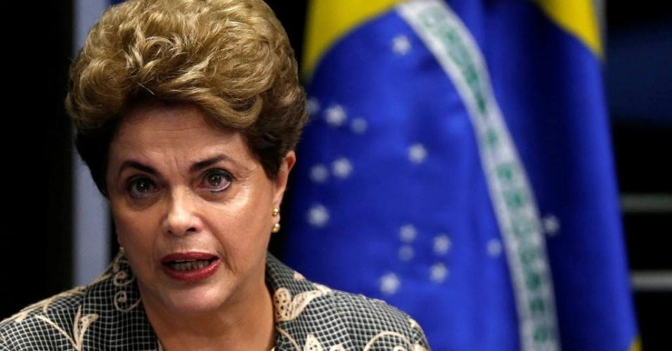 29.ago.2016 - A presidente afastada, Dilma Rousseff, faz sua defesa no plenário do Senado, em Brasília, contra o processo de impeachment de seu governo