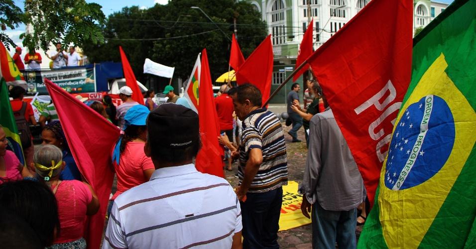 21.mai.2017 - Praça do Congresso, no centro de Manaus (AM), teve ato contra o presidente Michel Temer e contra a reforça da previdência