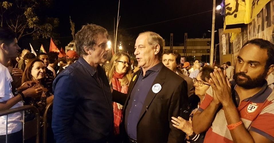 16.jun.2017 - Ex-ministros José Eduardo Cardozo (e) e Ciro Gomes participaram do ato em defesa das Diretas e pela saída do presidente Michel Temer nesta sexta-feira em Belo Horizonte