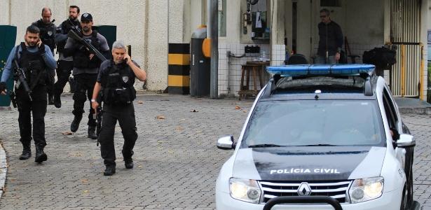 11.ago.2017 - Policial foi morto em operação de 200 homens contra tráfico de drogas na zona norte do Rio