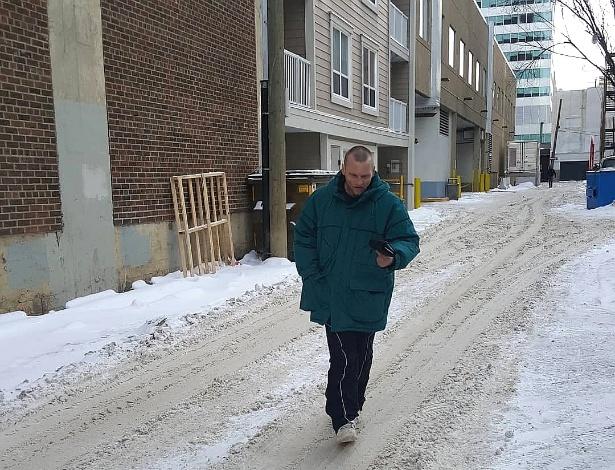 Canadense roubou carteira, foi perseguido por uma mulher, mas acabou perdoado