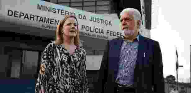 Gleisi e Jaques Wagner deixam sede da PF em Curitiba após visitar Lula - Everson Bressan/Futura Press/Estadão Conteúdo