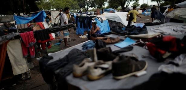 Venezuelanos acampados na praça Simón Bolívar em Boa Vista (Roraima)