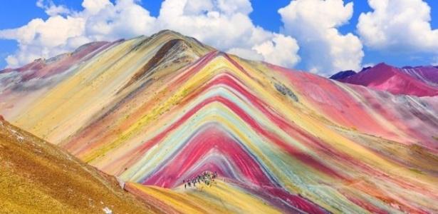 Montanha de Vinicunca, ou de Sete Cores, fica 5,2 mil acima do nível do mar - Getty Images