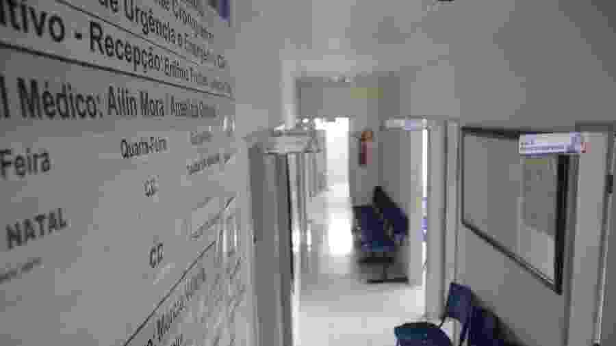 Entrada do posto de saúde vazia após saída de cubanos do Mais Médicos - Beto Macário/UOL