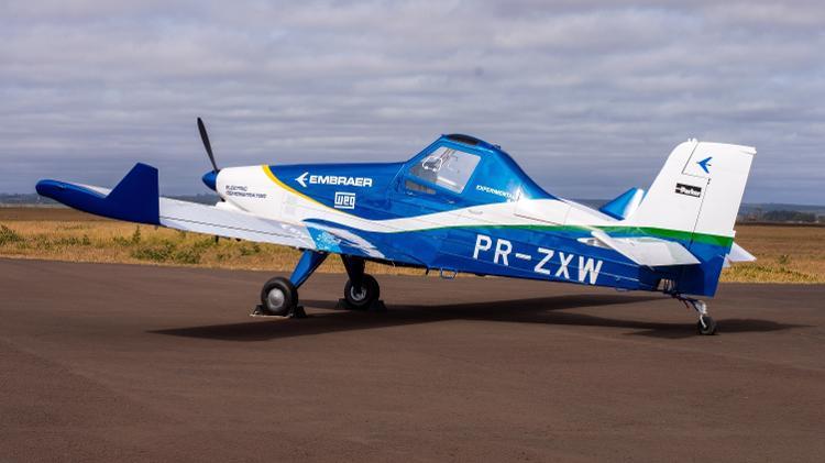 O modelo elétrico é uma adaptação do avião agrícola Ipanema, com mudanças nas asas para receber as baterias - Divulgação