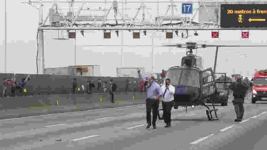 O governador do Rio, Wilson Witzel, comemora morte de sequestrador que fez reféns em um ônibus na Ponte Rio-Niterói, em agosto - Ricardo Cassiano/Agência O Dia/Estadão Conteúdo