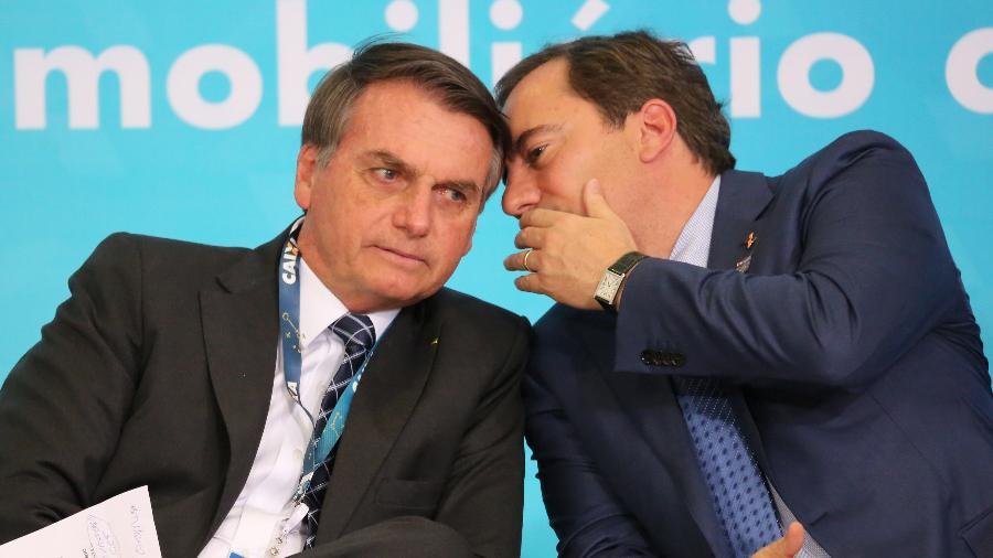 O presidente Jair Bolsonaro e o presidente da Caixa Econômica Federal, Pedro Guimarães, em evento no Palácio do Planalto - Fátima Meira/Futura Press/Estadão Conteúdo