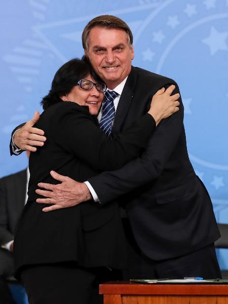 Damares com Bolsonaro na criação do 13º para o Bolsa Família  - Marcos Corrêa/ Presidência da República