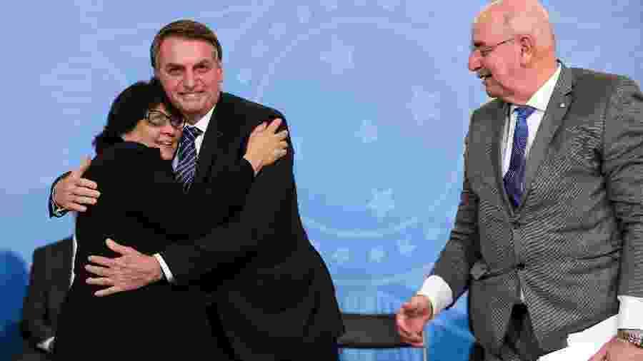 Bolsonaro celebra criação do 13º para o Bolsa Família com os ministros Damares Alves e Osmar Terra - Marcos Corrêa/ Presidência da República