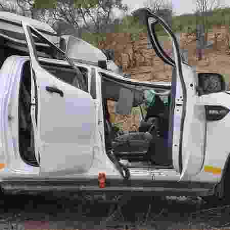 Jipe ficou destruído após ser atingido por girafa no Parque Nacional Kruger, na África do Sul - Divulgação/Kruger National Park