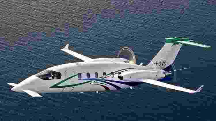 Bimotor turboélice italiano Piaggio P.180 Avanti tem velocidade máxima de 745 km/h - Divulgação  - bimotor turboelice italiano piaggio p180 avanti tem velocidade maxima de 745 kmh 1574381101996 v2 750x421 - Avião a hélice é simples por fora, mas tem luxo de jato por até R$ 32 mi