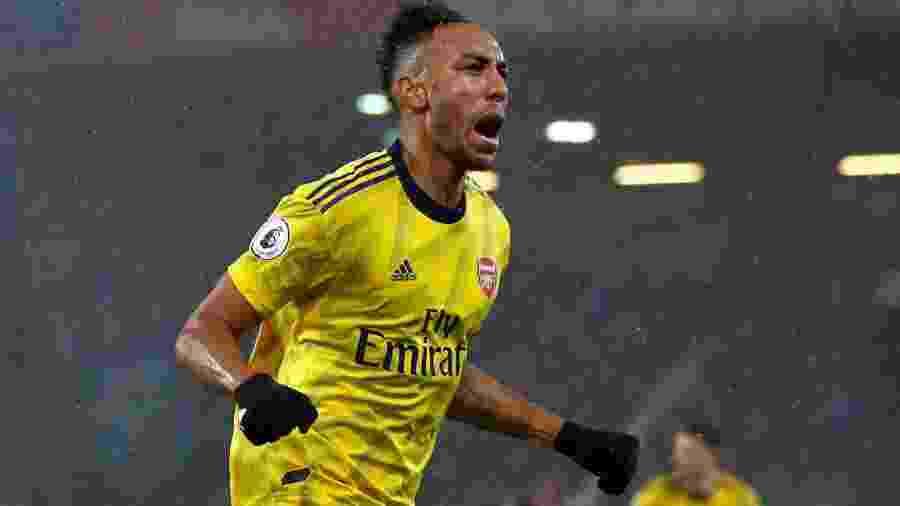 Pierre-Emerick Aubameyang comemora gol marcado contra o Bournemouth pelo Campeonato Inglês -